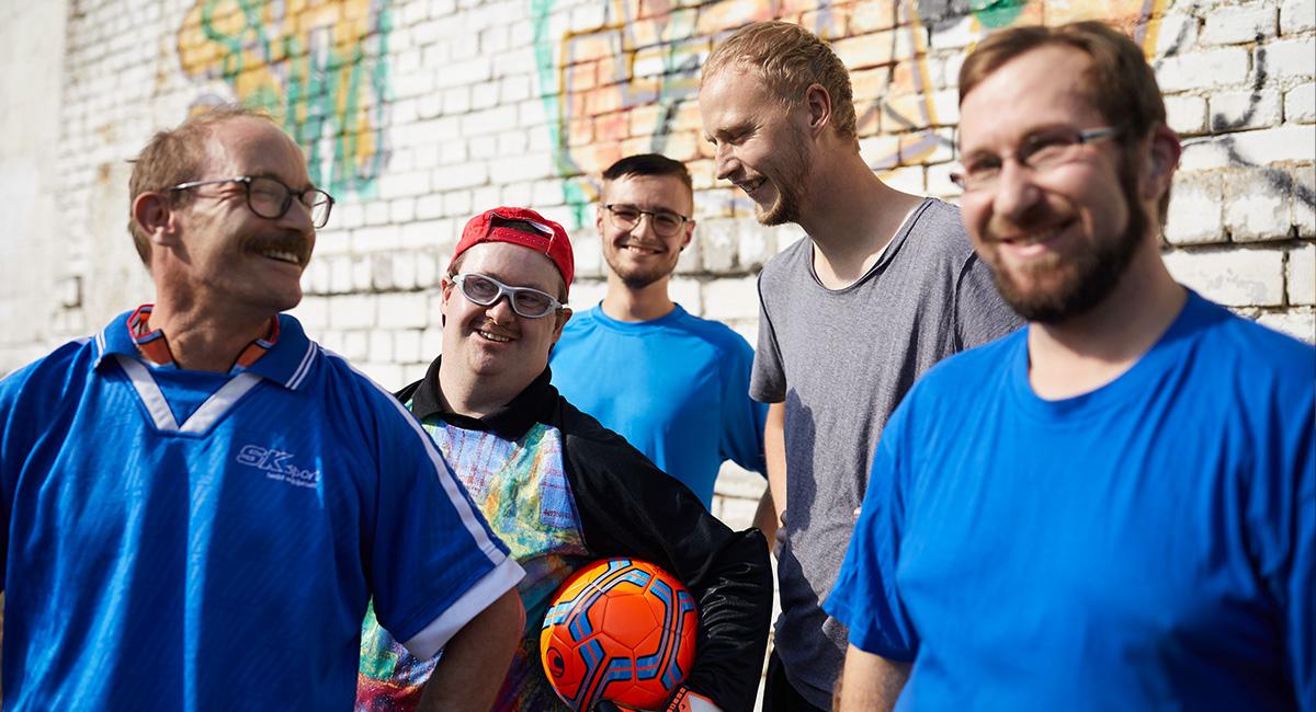 Eine Männergruppe nach einem Fußballspiel