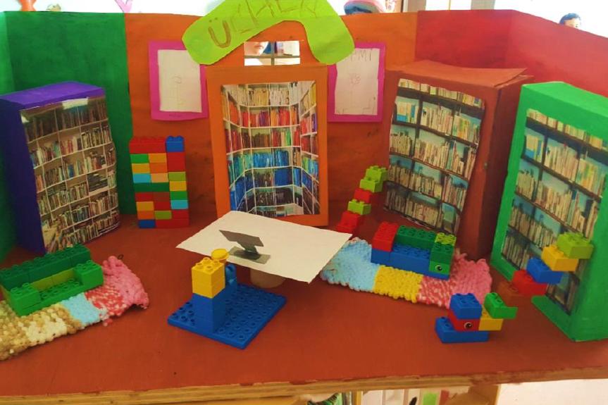 Kleine Bücherei in der Kita Kinderland